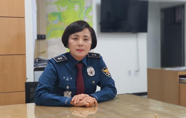 <인물>-'왕' 언니로 불리는 파주 파출소장 박선희 경감